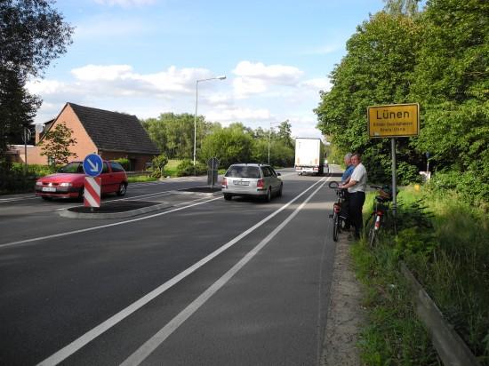 Udo Kath und Hans Kunze wiesen 2011 auf fehlende Pfosten und Geschwindigkeitsmessungen an der Hammer Straße hin. Die 2012er Messungen ergaben im Vergleich zu 2007 eine Tempominderung um durchschnittlich 10 Stundenkilometer.