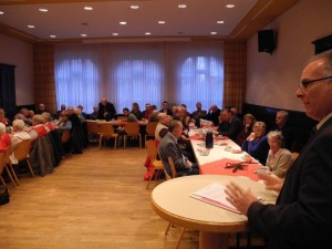 Rolf Möller (rechts) SPD-Fraktionsvorsitzender hielt die Jubilarrede