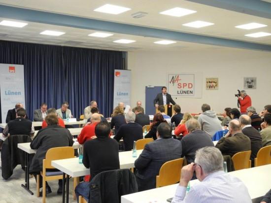 Klaus Steffenhagen (rechts von hinten) sowie Robert Schmidt, Hans Kunze und Udo Kath waren Teilnehmer auf der Arbeitnehmerkonferenz