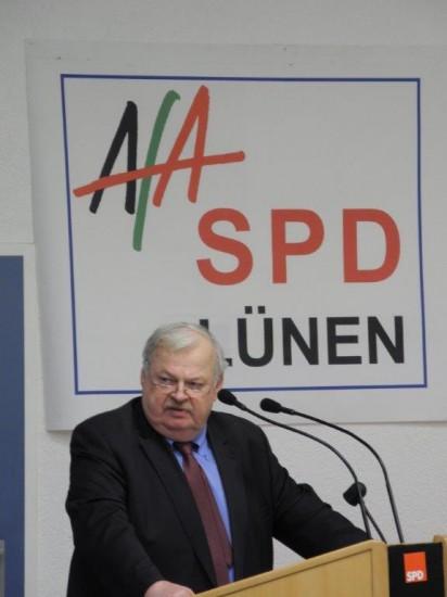 NRW-Arbeitsminister Guntram Schneider sorgte für  wichtige Informationen, Impulse und zeigt sich gut über Lünen informiert