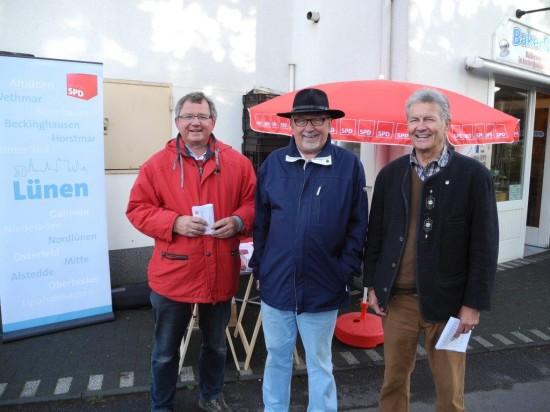 Der aktuelle Vorsitzende Udo Kath, mit dem ehemaligen Vorsitzenden Klaus Steffenhagen und Karl-Heinz Fridriszik (von Links)