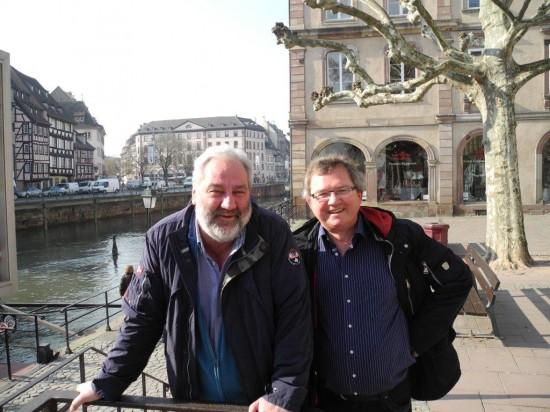 Die Arbeit als Abgeordneter des Europäischen Parlaments geht im Mai 2014 für Bernhard Rapkay (links) nach 20 Jahren vorbei. Zusammen mit politischen Weggefährten traf er sich noch einmal in Straßburg. Hier mit Udo Kath, Vorsitzender des SPD-Ortsvereins Lünen-Beckinghausen, der von 1994-2004 sein Huckepackkandidat war.