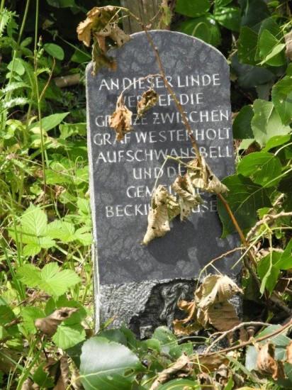 Der Grenzstein in Beckinghausen könnte optisch besser herausgestellt werden