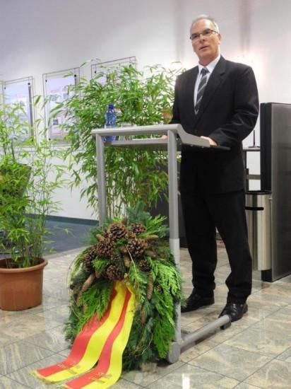 Rolf Möller, stellv. Bürgemeister der Stadt Lünen, hielt in Beckinghausen vor über 50 Anwesenden die Gedenkrede zum Volkstrauertag