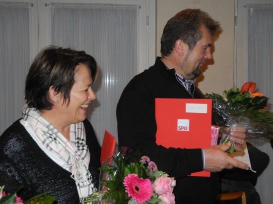 Ilona und Siegfried Dyballa freuen sich über die Ehrung