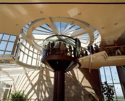 Besucheraufzug zum Plenarsaal - Quelle Bildarchiv des Landtags NRW
