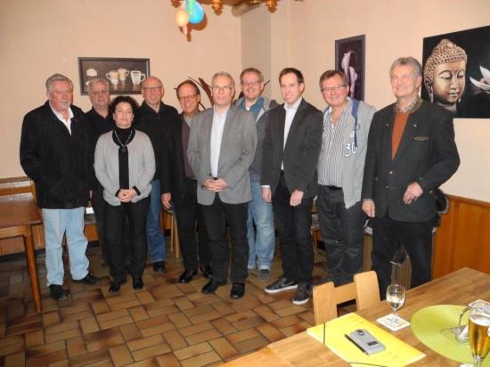 Ein Teil des neu gewählten Vorstandes des SPD-Ortsvereins Lünen-Beckinghausen. Rolf Möller, Bürgermeisterkandidat (6. v.l.) übernahm die Wahlleitung