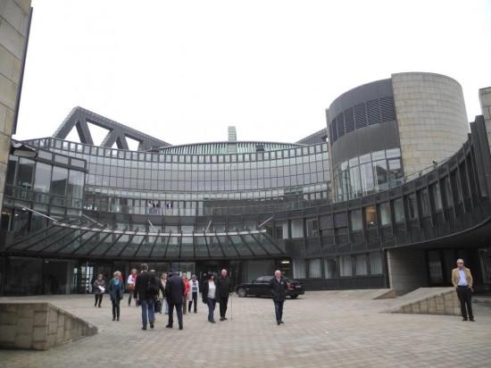 Eine transparente Architektur beeindruckt die Besucher des NRW-Landtagsgebäudes