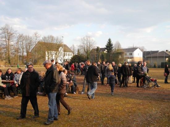 Die gute Resonanz mit über 250 Besucherinnen und Besuchern weist auch auf die Notwendigkeit einer zentralen Begegnungsstrecke in Beckinghausen hin