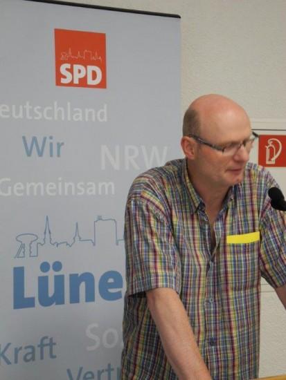SPD-Ratsherr Detlef Seiler aus Beckinghausen begründet den Antrag zur frühkindlichen Hilfe