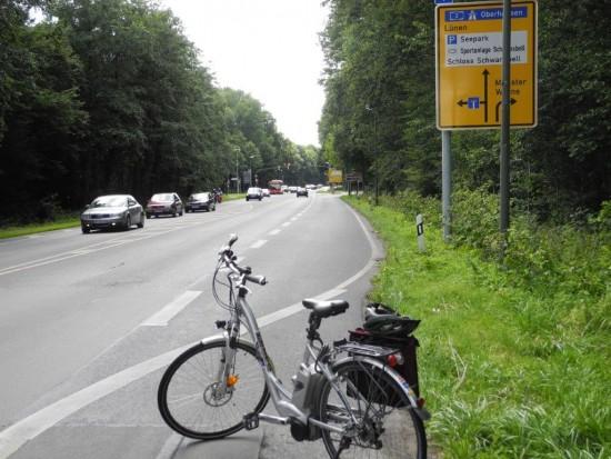 Hier endet der Mehrzweckstreifen auch für Radfahrer