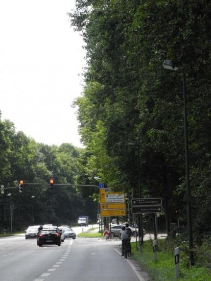 Radfahrer benutzen ungesichert die Fahrbahn