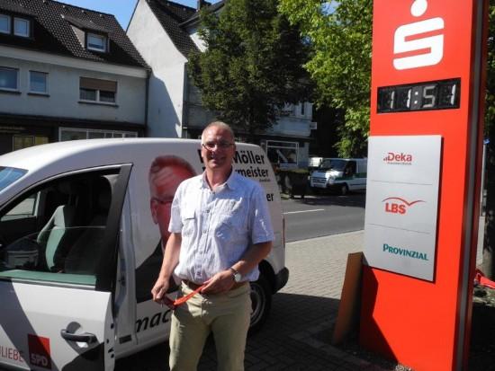 Rolf Möller macht der Wahlkampf in Beckinghausen offensichtlich viel Spaß.