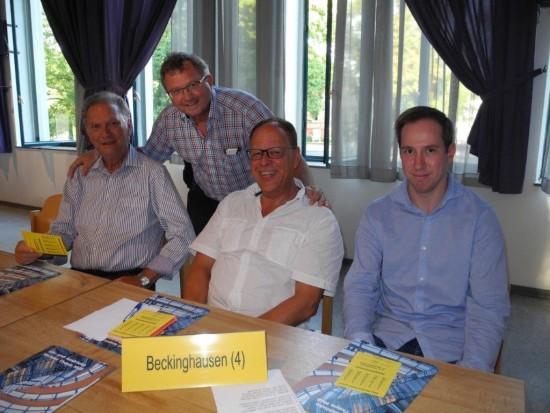 Robert Schmidt (rechts) soll Udo Kath (stehend) als Vorsitzenden des SPD-Ortsvereins Lünen-Beckinghausen ablösen